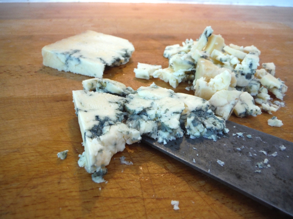 刻んだブルーチーズ crumbled blue cheese